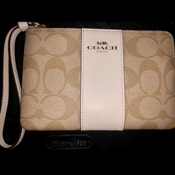 Coach Handbags - Coach wristlet purse